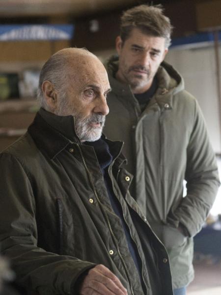 Film Illégitime Streaming Complet - Dans la banlieue lilloise, Stéphane tient un bureau de tabac avec son père Maurice,...