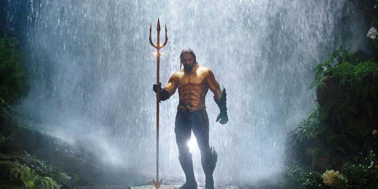 Aquaman dévoile son nouveau costume.
