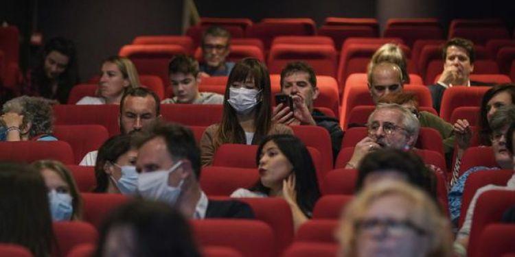 Certains cinéma vont limiter les places à 50 pour ne pas demander le pass sanitaire.