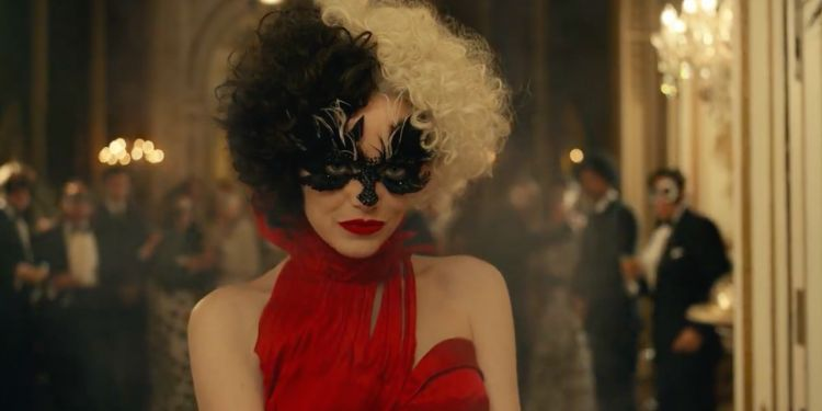 Cruella, Emma Stone met le feu dans le premier extrait du film.