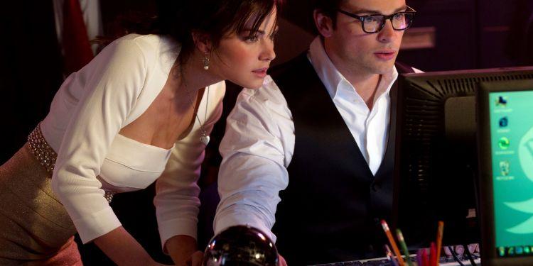 Erica Durance et Tom Welling de Smallville présents dans le Arrowverse de décembre
